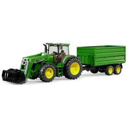 Traktor John Deere 7930 med släpkärra. Bruder. Skala 1:16